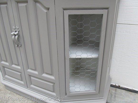 chicken-wire-faux-door