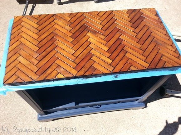 wooden-herringbone-slatted-table-stained