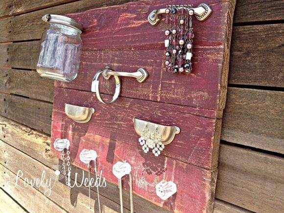 rustic-jewelry-display