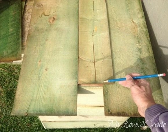 Measuring bottom boards for the crates