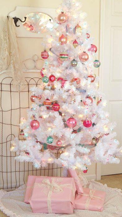 White-Lace-Cottage-ruffle-diy-tree-skirt-vintage-sheet