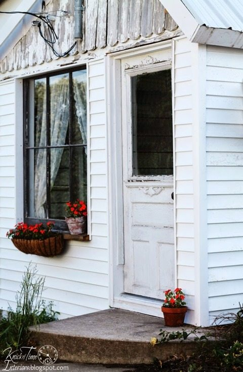 guest-room-old-farm-shed-knickoftime