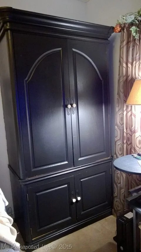 armoire-cut-in-half-easy-fit