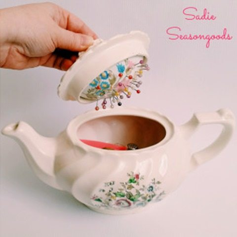 vintage-teapot-pin-cushion