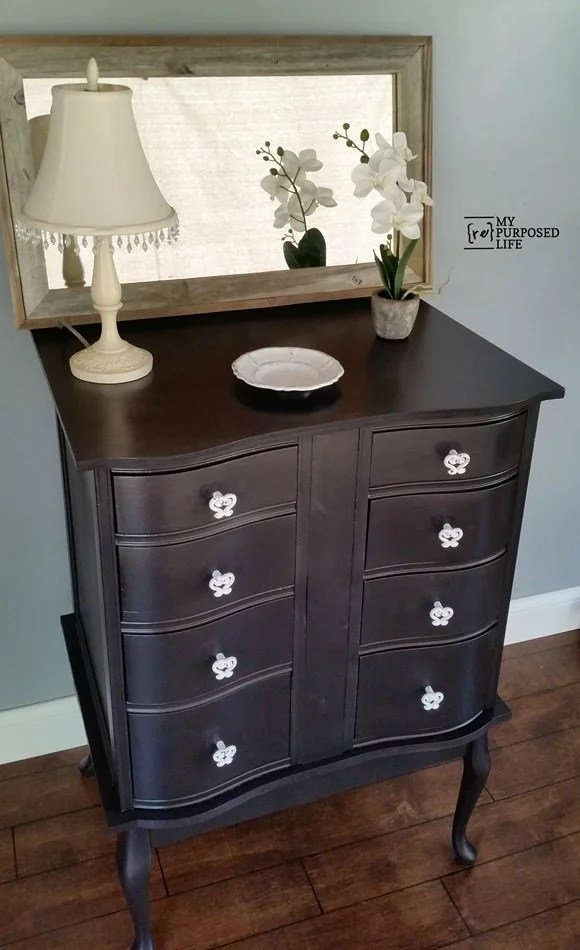 How to turn an old desk into a great new dressing table. Lots of storage, add baskets on the floor for even more organization. #MyRepurposedLife #repurposed #furniture #desk #dressingtable #chest via @repurposedlife
