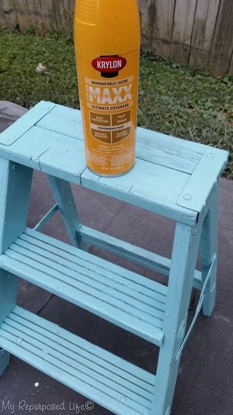 krylon-spray-painted-vintage-step-ladder
