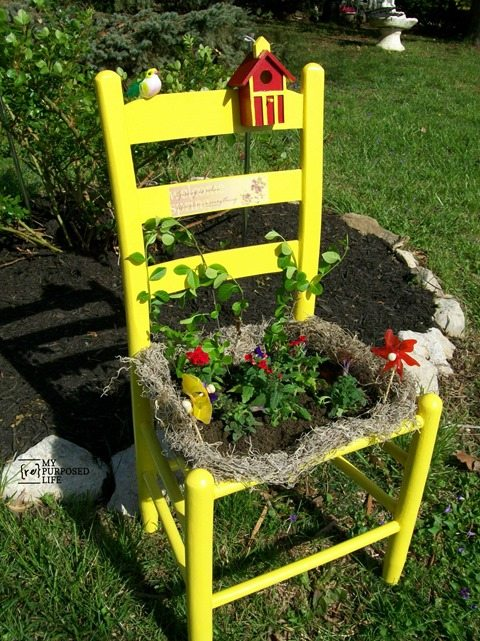 An orphan chair from the thrift store is perfect for sprucing up your yard or patio as a Garden Chair. A little paint and flowers, perfect for a beginner diy'er or gardener.  This easy project can be done in an afternoon with many things you may already have on hand. #MyRepurposedLife #garden #repurposed #chair  via @repurposedlife