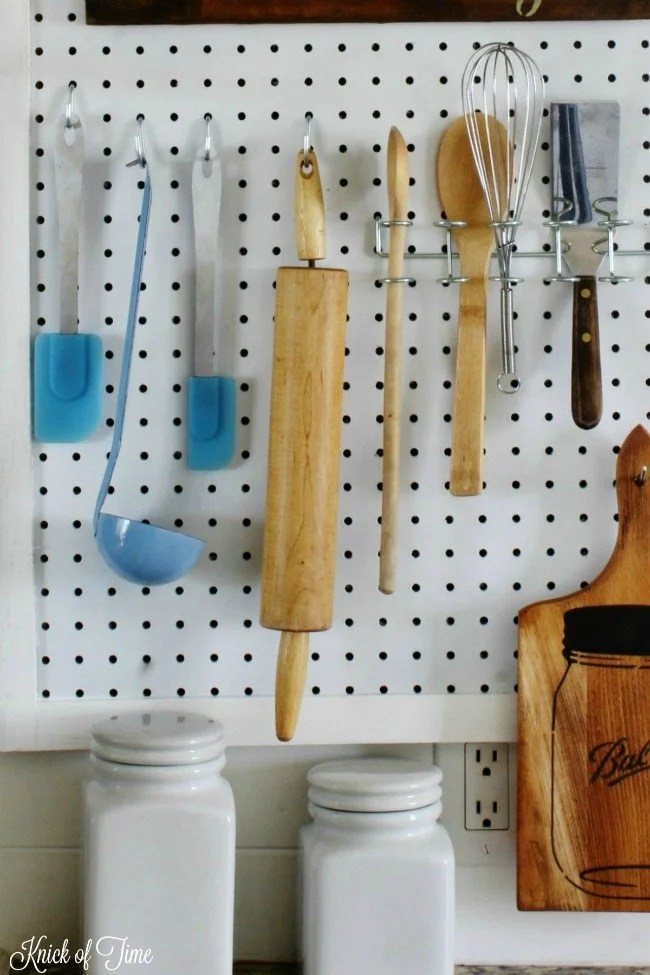 Save drawer space in the kitchen with this DIY organizer - Knick of Time