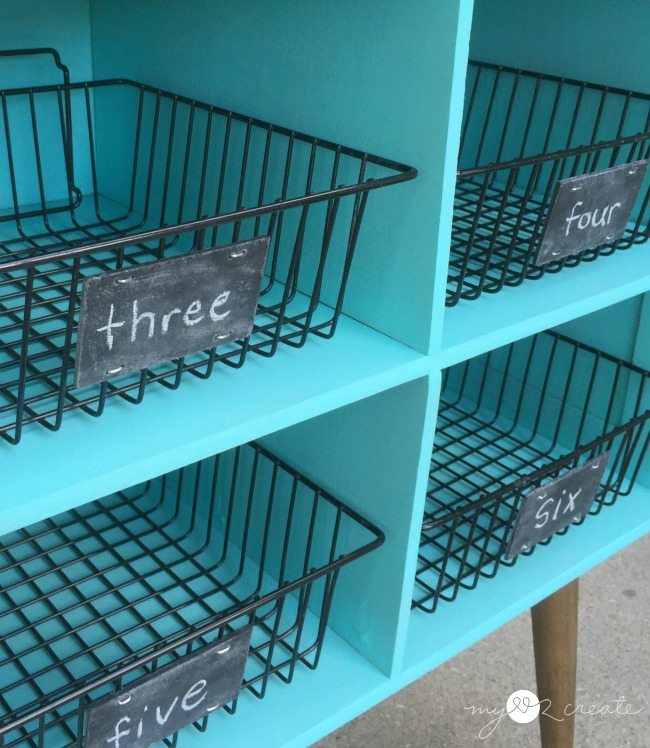 DIY chalkboard labels on wire baskets for repurposed furniture