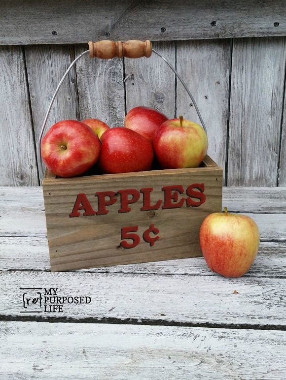Make your own diy apple caddy for home decor or a centerpiece. This caddy is made from reclaimed fence wood. I love, love, love the special stenciling technique used on this project. #MyRepurposedLife #apple #crate #caddy #repurposed #reclaimed #wood #fall via @repurposedlife
