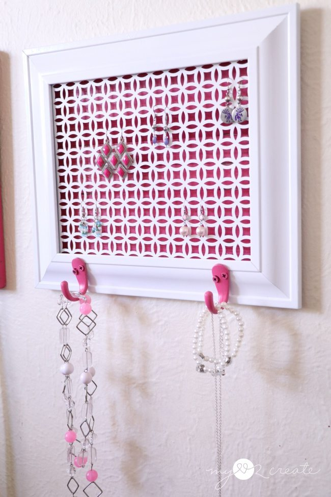 easy DIY jewelry holder