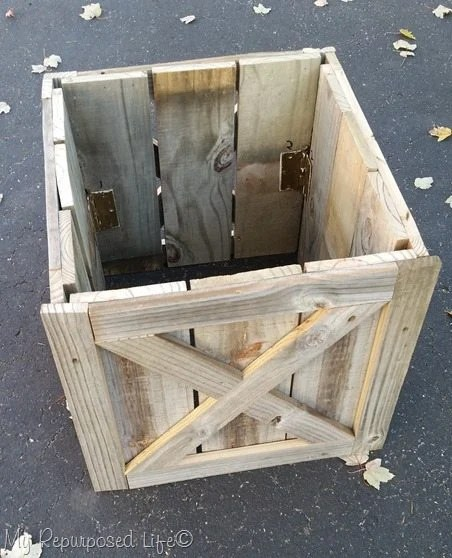number hinged sides of Christmas tree stand box
