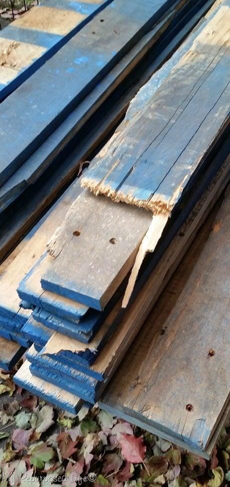 blue pallet wood