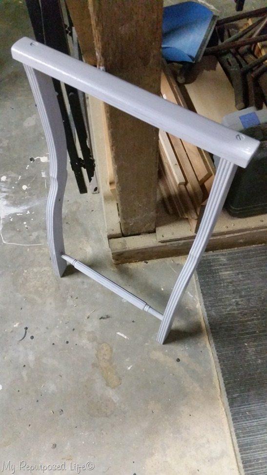 gray luggage rack legs