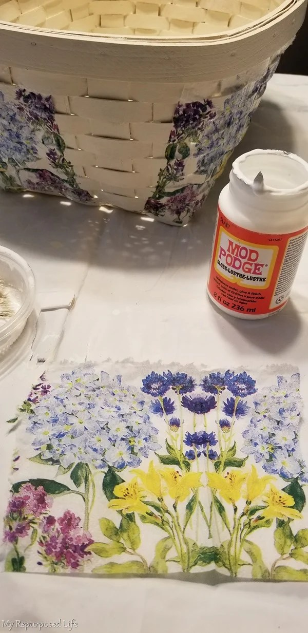 how to match decoupage napkin on woven basket