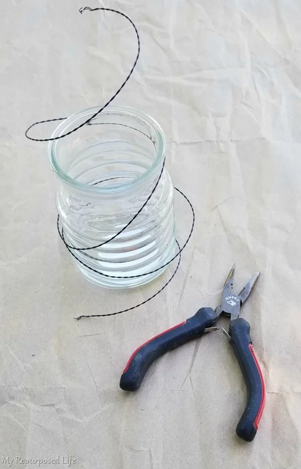 ribbed candle holder with wire