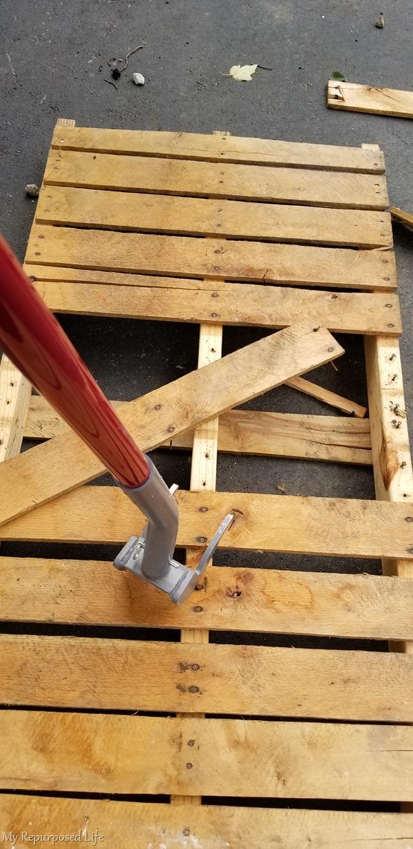 duckbill deck wrecker dismantles pallets
