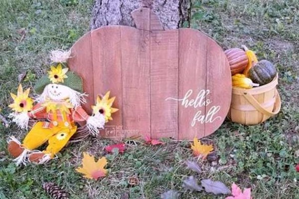 Hello Fall Pallet Pumpkin