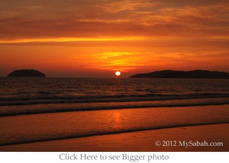 sunset of Tanjung Aru Beach