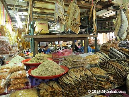 variety of dried seafood in Pasar Tanjung Tawau