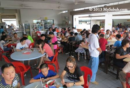 customers in Kedai Kopi Yuan Yuan