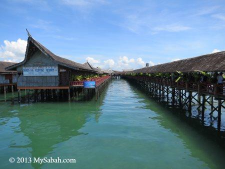 Dragon Inn Floating Resort