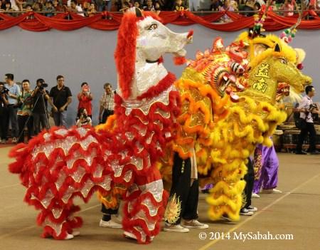 horse lion dance