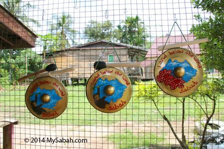 gong on display