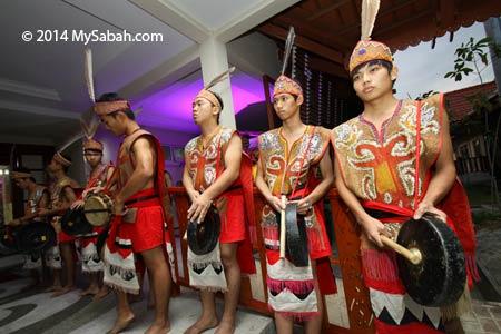 Murut playing gong