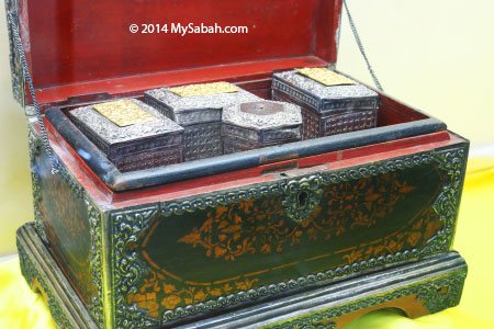 wooden Betel Nut box used by royal family from Kalimantan