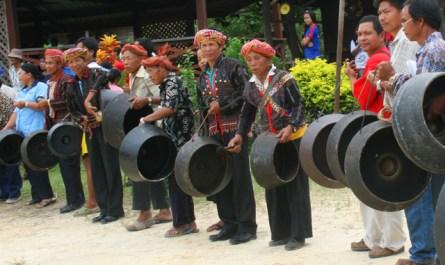 Rungus beating gong