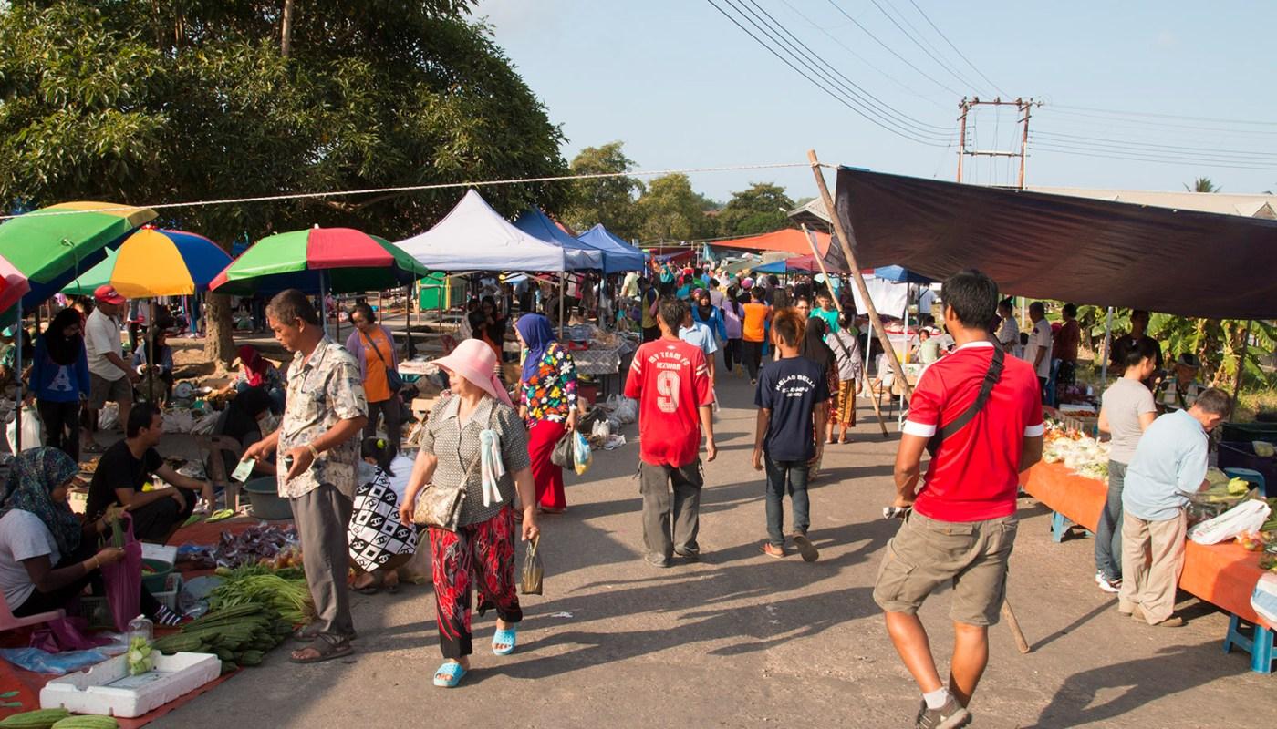 Sikuati Tamu (Open-Air Market)