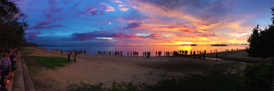 Hundreds of locals and tourists gathered at Tanjung Aru Beach for the sunset