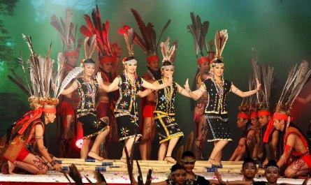 Murut ladies doing Magunatip dance