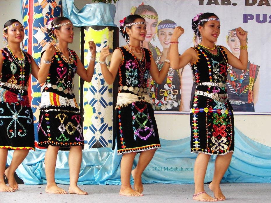 Anggalang dancers with beautiful Murut costumes