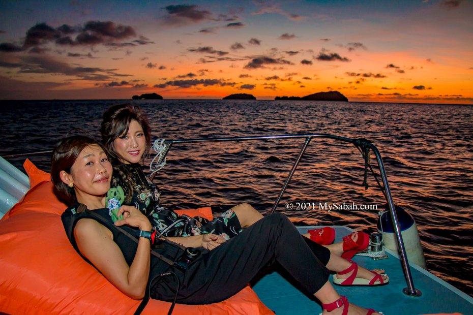 Sunset cruise around the islands of Tunku Abdul Rahman Park