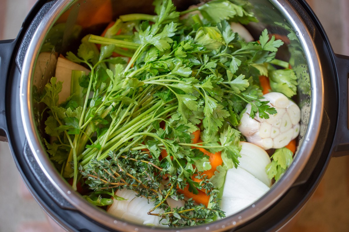 instant pot chicken bone broth that is ready in TWO HOURS