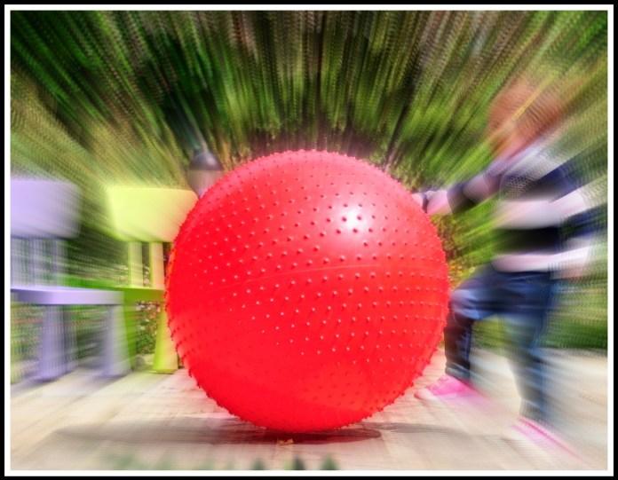 Alt_image niña con pelota