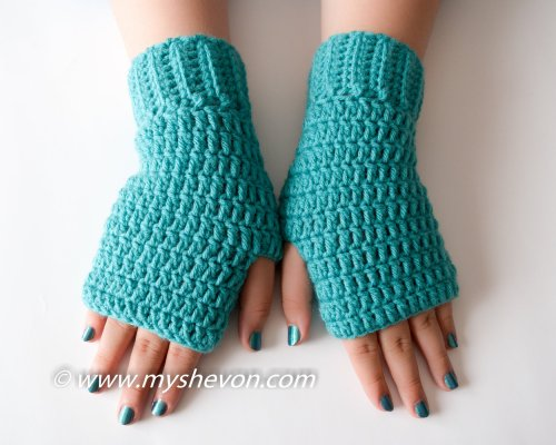 Free Easy Fingerless Gloves Pattern by www.myshevon.com