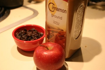Cinnamon, raisins, apple for Olie Koeken