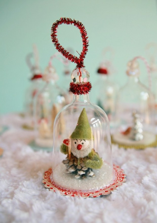 Ornament Reindeer Mini Snow Globe Des 2 Brand New