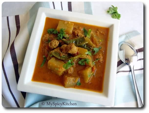 Soya Curry, Soya Lauki curry, soya lauki tomato curry, soya bottle gourd in tomato gravy, soya bottle gourd tomato curry