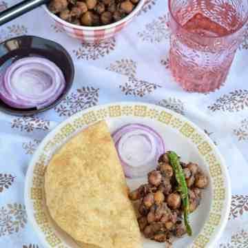 Buffet on Table, Blogging Marathon, Combo Meal, Poori, Puri, Curry, Chickpeas Curry, Pakistani Curry