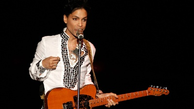 Prince-with-guitar_20160421192106-159532