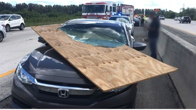 florida driver survives car impales windshield_1539477527217.jpg_58882452_ver1.0_640_360_1539636247717.jpg.jpg