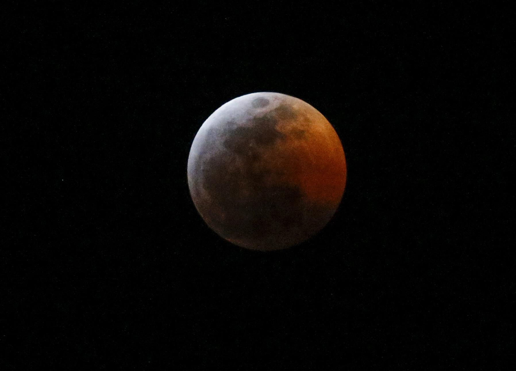 Lunar_Eclipse_07779-159532.jpg12210627