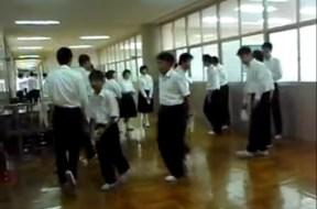 Πως μαθαίνουν οι Ιάπωνες μαθητές να σέβονται το σχολείο τους