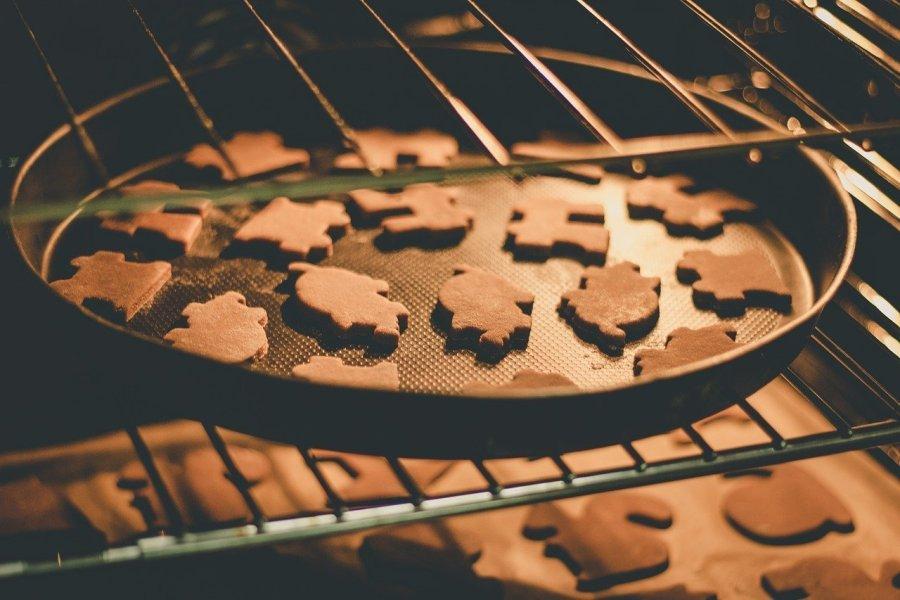 Review: Gingerbread Cookie Murder by Joanne Fluke and Leslie Meier