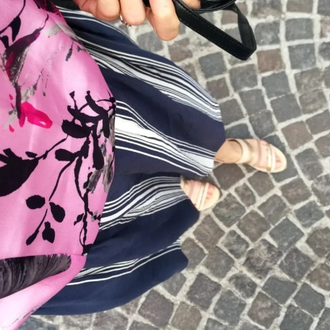 Midi skirt t-shirt outfit
