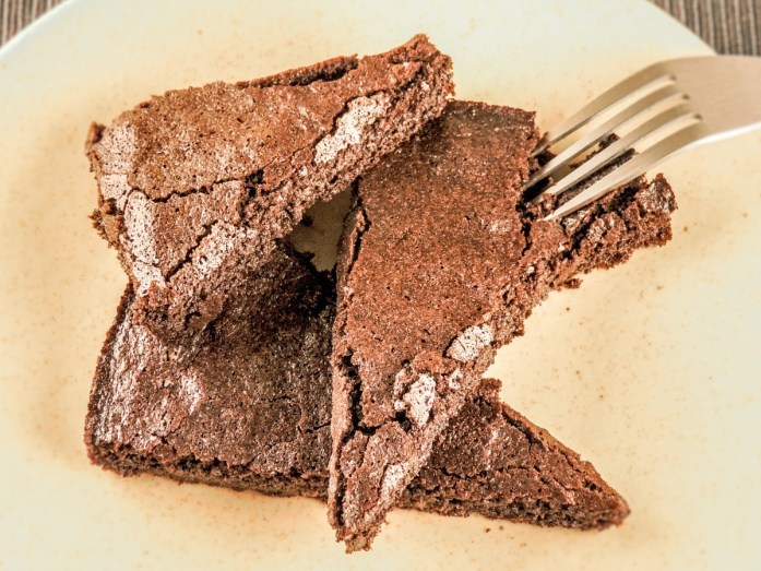 Keto chocolate gooey cake